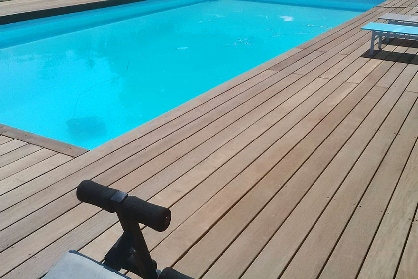Best terrasse bois itauba photos for Piscine bois exotique