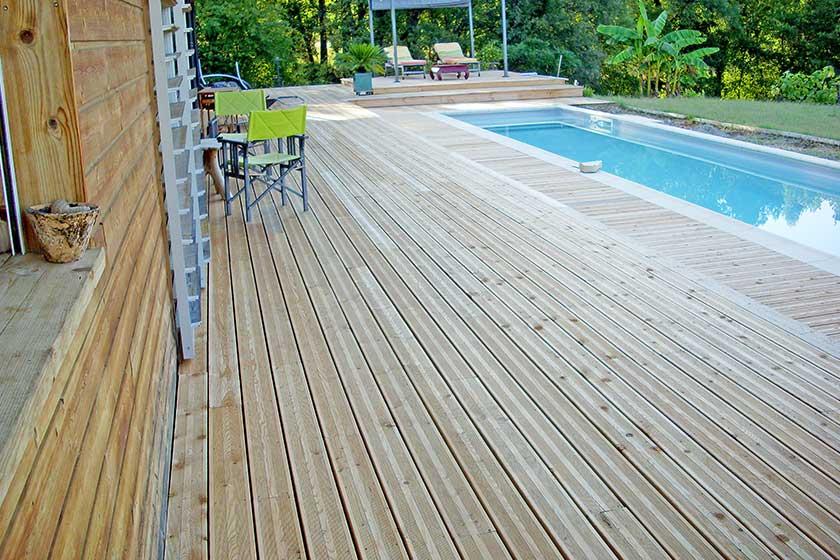 Plancher bois piscine exterieur lasure ou huile pour un for Plancher bois exterieur