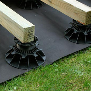 Mise en oeuvre du géotextile Noir Nivo 2x10m pour terrasse bois