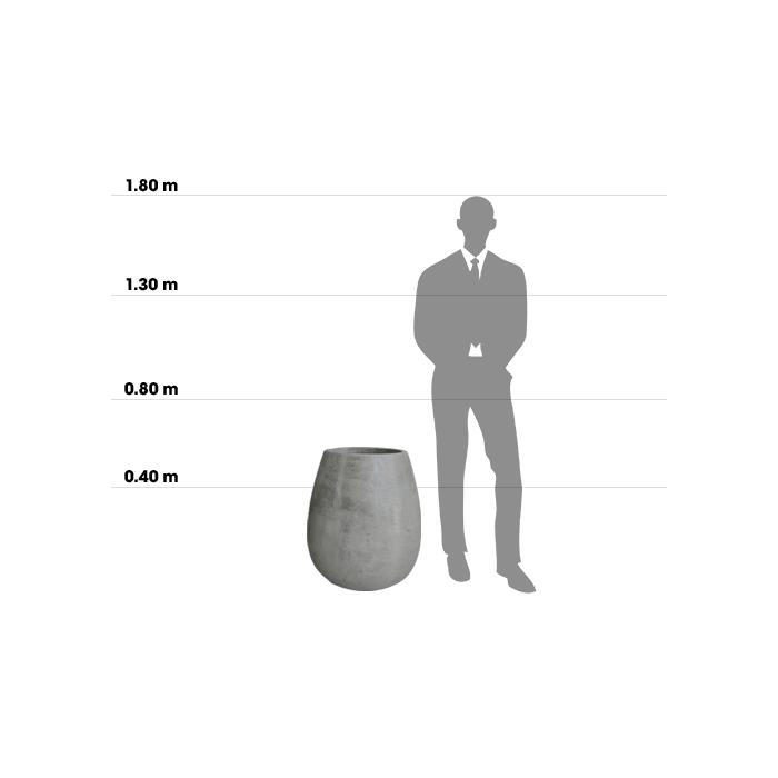 Taille d'une poterie plaza planter Small comparée à la taille d'un homme