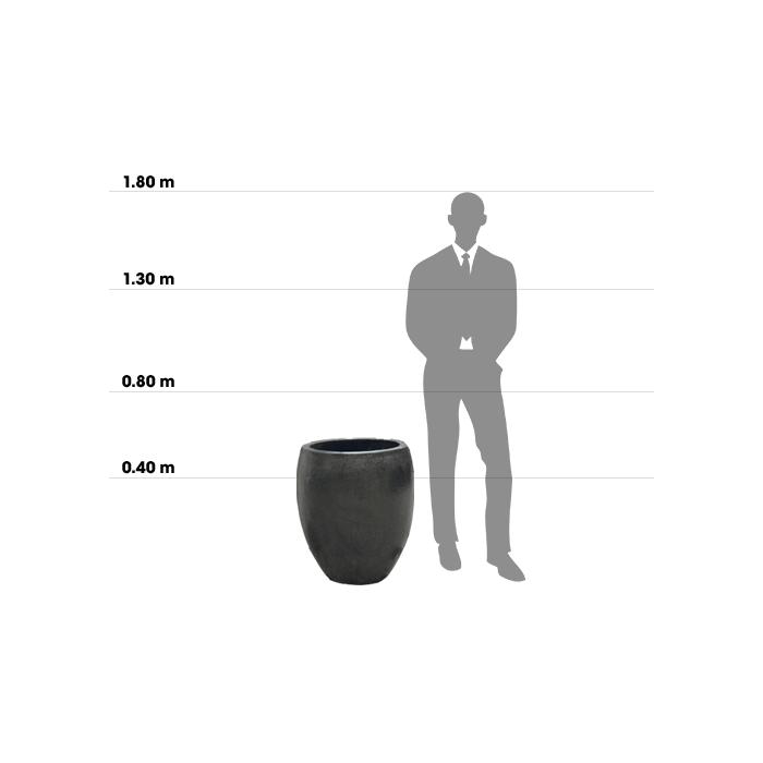 Taille d'une poterie egg planter Small comparée à la taille d'un homme
