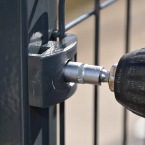 Fixation sur poteau clôture rigide gris 1,53m