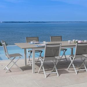 Ensemble salon de jardin 6 personnes - Table extensible Trieste blanc/taupe - Chaise pliante Théma blanc/taupe - Alizé