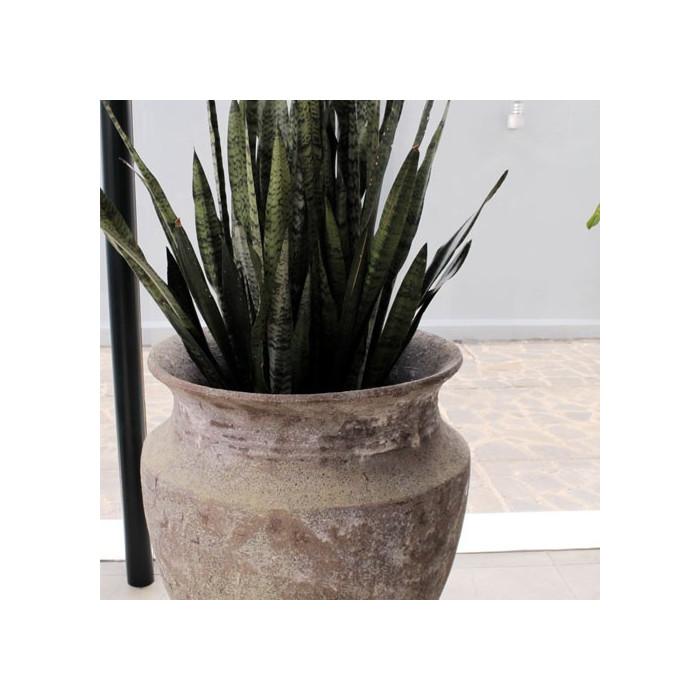 Exemple d'aménagement extérieur avec poterie Skorpio