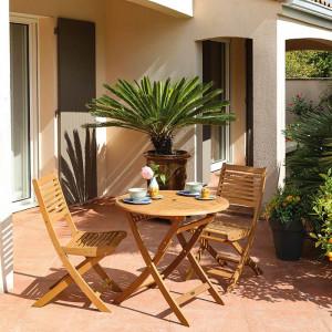 Ensemble salon de jardin 2 personnes - Table ronde pliante bois Sophie - Chaise pliante bois Saturne - Alizé