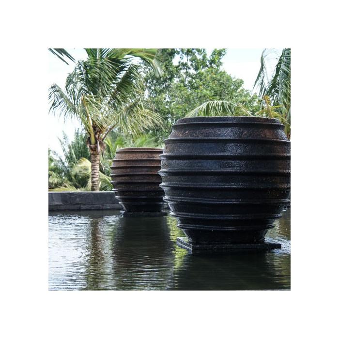 Exemple d'aménagement extérieur avec poterie Honey Spoon Jar