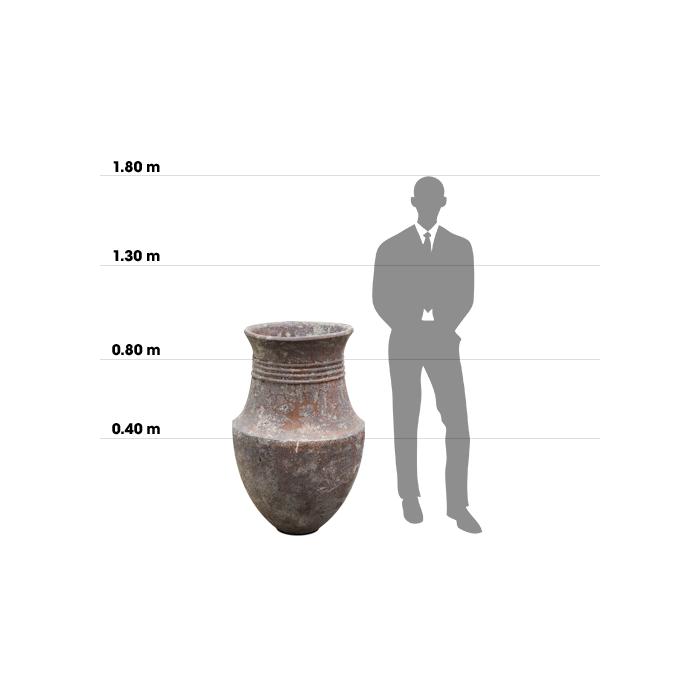 Taille d'une poterie Phoenician n°2 comparée à la taille d'un homme