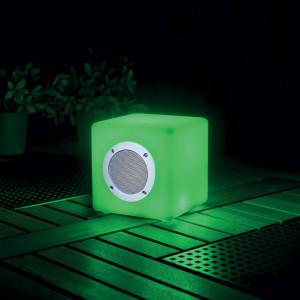 Enceinte lumineuse musicale avec enceinte 1,6 watt Garden Lights sur terrasse bois exotique