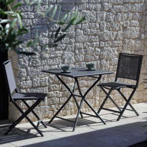 Ensemble de jardin - table Globe 70x70 cm grise - 2 chaises Ida grises - 2 personnes - Aménagement coin repas terrasse