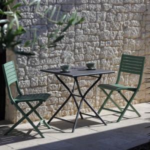 Ensemble de jardin - table Globe 70x70 cm grise - 2 chaises Lucca amande - 2 personnes - Aménagement coin repas terrasse