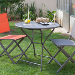 Ensemble de jardin - table ronde Globe 80 cm café - 2 chaises Lucca cobalt - 2 personnes - Aménagement coin repas terrasse