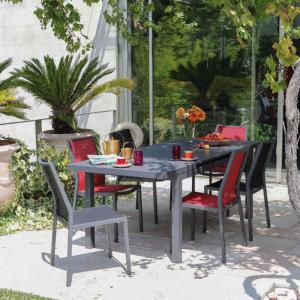 Ensemble de jardin - table Lift Valencia 160/206 cm grise - 6 chaises Ida rouges - 6 personnes - Aménagement coin repas terrasse