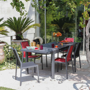 Ensemble de jardin - table Lift Valencia 160/206 cm grise - 6 chaises Ida noires - 6 personnes - Aménagement coin repas terrasse