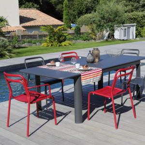 Ensemble de jardin - table EOS 130/180 cm graphite - 6 chaises EOS rouges - 6 personnes - Aménagement coin repas terrasse