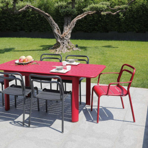 Ensemble de jardin - table EOS 130/180 cm rouge - 6 fauteuils EOS rouges - 6 personnes - Aménagement coin repas terrasse