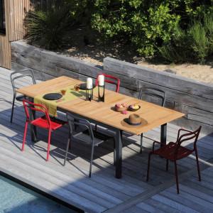 Ensemble de jardin - table Tempo 180/240 cm teck - 6 chaises EOS rouges - 6 personnes - Aménagement coin repas terrasse