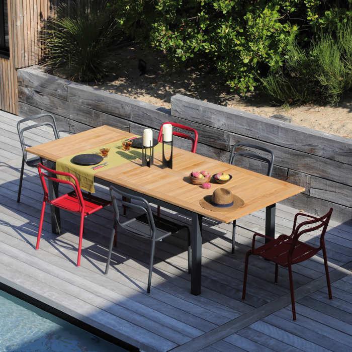 Ensemble de jardin - table Tempo 180/240 cm teck - 6 fauteuils EOS rouges - 6 personnes - Aménagement coin repas terrasse