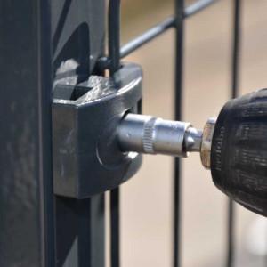 Fixation clip pour poteau clôture rigide NBC - gris