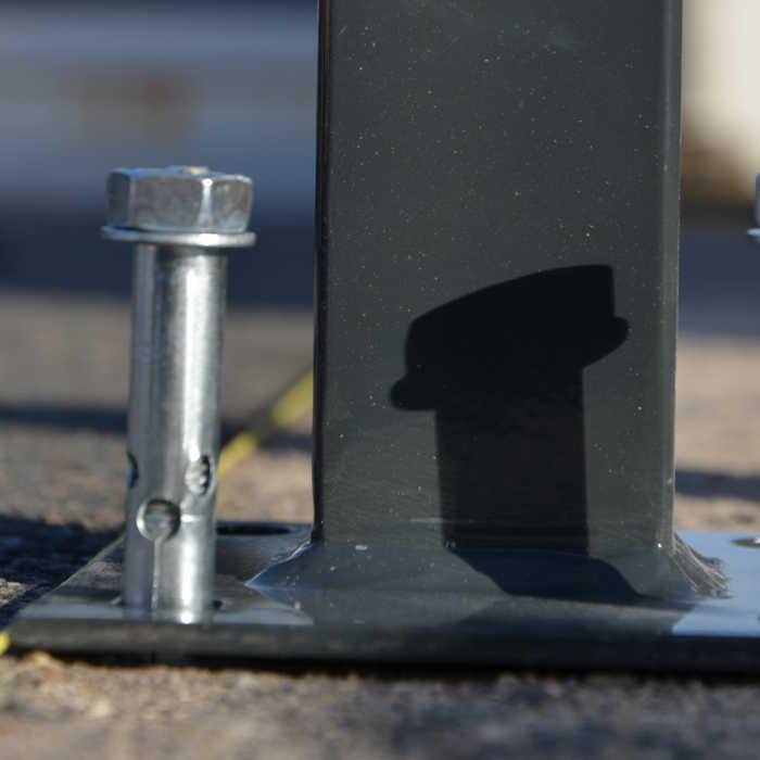 Poteau platine clôture rigide NBC - H1,73m - Acier galvanisé - Pose béton - Fixation goujon