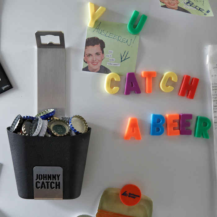 Décapsuleur magnétique avec récipient Johnny Catch - Höfats - Fixation aimantée frigo
