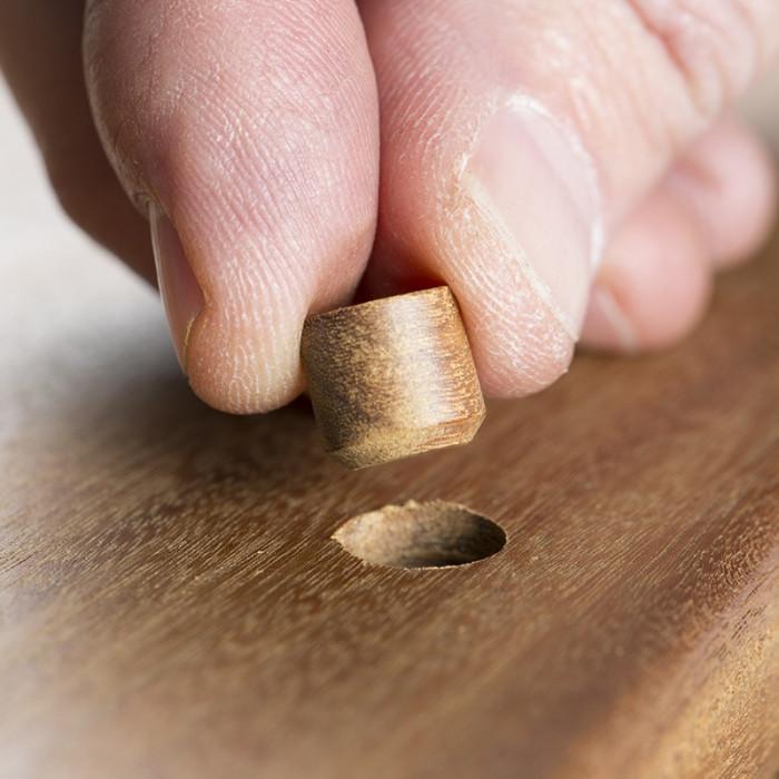 Mise en oeuvre de bouchon pour lame de terrasse bois exotique IPÉ