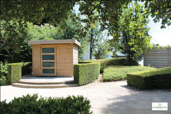 Petit abri de jardin en bois de la marque Exterior Living - Porte simple coulissante - Modèle Vintage