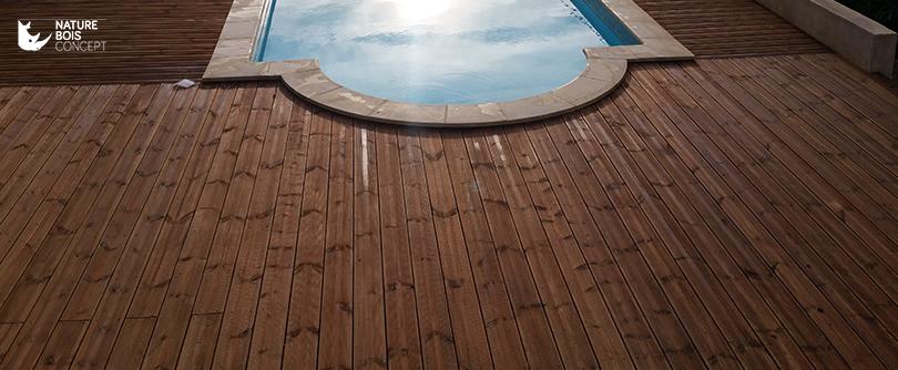 Tour de piscine avec lame de terrasse en bois traité classe 4
