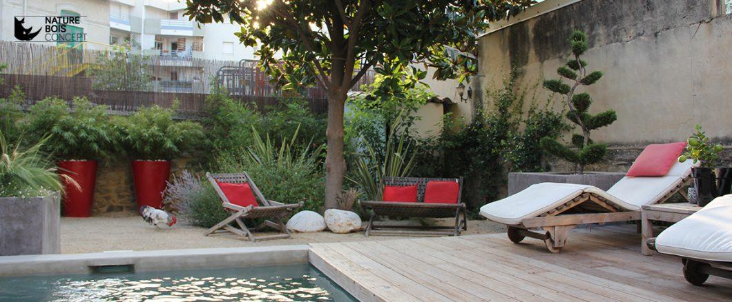 terrasse en bois exotique ipé en bord de piscine