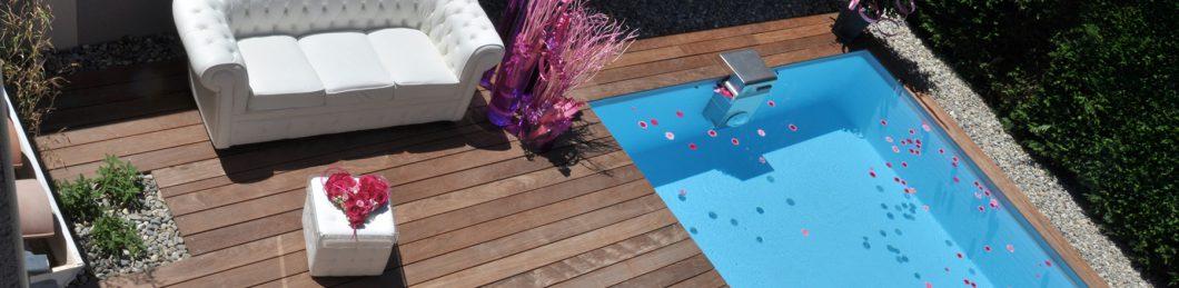 terrasse en bois exotique bord de piscine