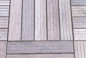dalle de terrasse en bois grisée naturellement