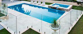 garde corps et piscine