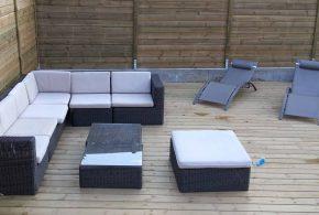 salon de jardin et clôture bois sur terrasse