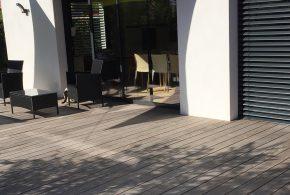 terrasse en bois naturellement grisée