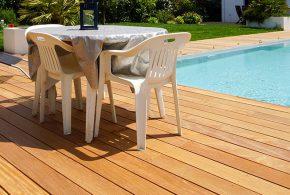 terrasse en bois exotique cumaru en bordure de piscine magnifique