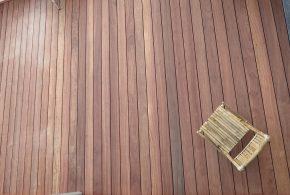fixation invisible sur bois exotique