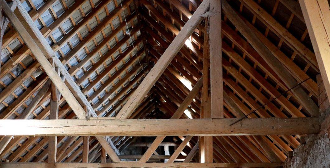 Bastaing toiture charpente bois
