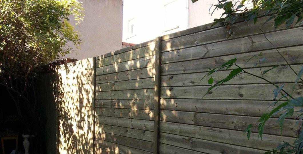 Clôture jardin palissade bois plate