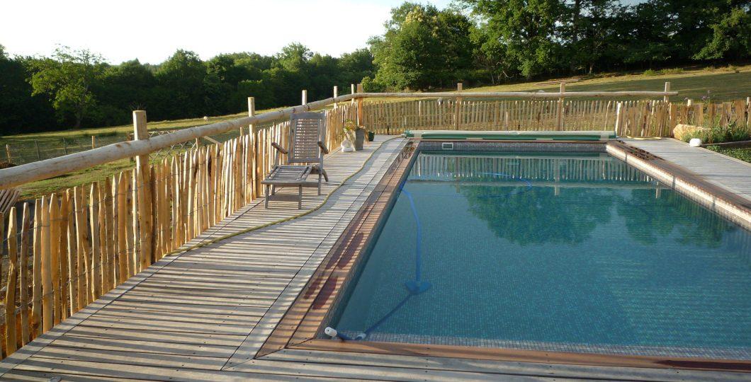 Délimitation tour de piscine ganivelle châtaignier