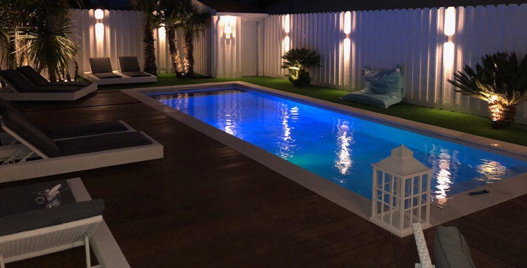 Appliques murales et spots encastrables pour éclairage terrasse piscine