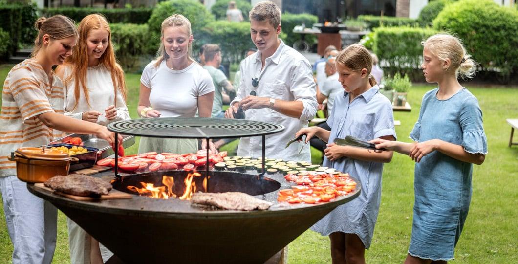 Cuisine outdoor avec brasero plancha Ofyr