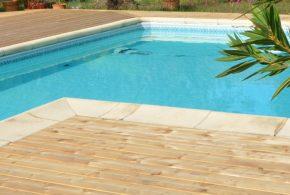 Terrasse bordure de piscine essence bois Mélèze de Sibérie