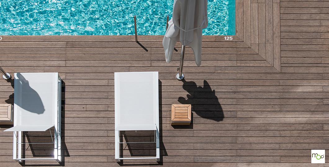 Bordure de piscine avec terrasse en bambou MOSO X-TREME